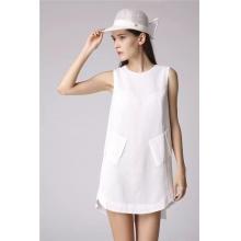 白色无袖连衣裙